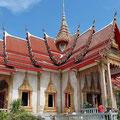 Der Wat Chalong sollte unbedingt besucht werden, eine tolle Tempelanlage in der Inselmitte