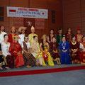 華麗な民族衣装ファッションショー