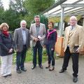 Bürgermeister Bruno Zimmer in der Mitte freut sich über den Besuch aus Neuwied.