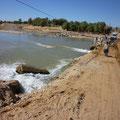 reconstruction de la route après l'inondation