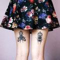 Tatouage insectes à l'arrière des jambes d'une femme