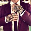 Tatouage d'une rose et d'un visage