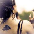 Tatouage arbre dos femme
