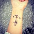 Tatouage ancre poignet