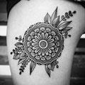Tatouage mandala fleur