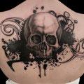 Tatouage tête de mort avec des engrenages