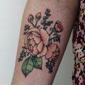 Tatouage fleurs roses
