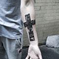 Tatouage croix et tigre