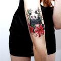 Tatouage panda et fleurs