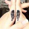 Tatouage ailes doigt