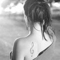 Tatouage epaule cle de sol femme