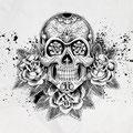 Dessin tatouage tête de mort et fleurs