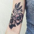 Tatouage plante et fleurs