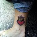 Tatouage d'un coeur plus une couronne royale