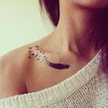 Tatouage plume oiseaux épaule femme