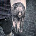 Tatouage ours et sapins bras