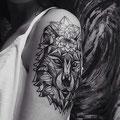 Tatouage epaule femme lion