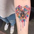 Tatouage abeille couleurs