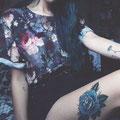 Tatouage fleur bleue cuisse