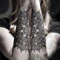 Tatouage mandala sur les 2 bras