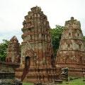 Leaning chedi at Wat Phra Mahathat