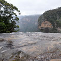 Walking across the top of Wentworth Falls