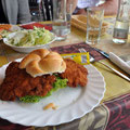 €4 schnitzelburger in Hungerburg.