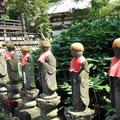 Senpuku-ji likes its Jizo