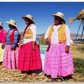 Rieten eilandbewoonsters op het Titicacameer