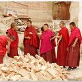 Vrouwelijke moniken in overleg
