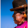 Rieten eilandbewoonster op het Titicacameer