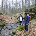 Ronald en Marcel op zoek naar rotte bomen