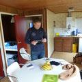 Marcel inspecteert zijn tablet