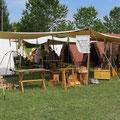 Bei bestem Wetter schlugen wir die Zelte auf...