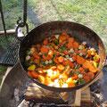 ...und bekochte uns mit einem phantastischen Kohl-Gemüse-Eintopf