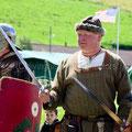 Vorher hatte er allerdings noch Römer, Wikinger und Gallowglass angeheuert, um sie während der Fahrt kräftig zu piesaken. Man muss immer am richtigen Ende des Schwertes sein! ;-))