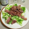 la salade du terroir (magrets de canard et gésiers chauds)