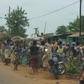 Treiben am Straßenrand auf der Strecke von Cotonou nach Adjadji