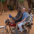 Das Motorrad ist das wichtigste Verlehrsmittel in Benin