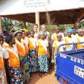 Zusammen mit der beninischen Partnerorganisation PASDI zu Gast bei den fegenden Frauen