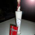 licor crema decorado con navaja multifunción en cajita