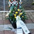 (c) kps - 10.12.2011 - Sarg mit Blumen