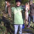 Matthias präsentiert seinen Fang