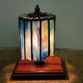 小さめですがガラスの特徴がよく出た雰囲気あるランプになりました