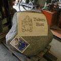 Das Motiv und die Schrift werden auf Strahlfolie übertragen und ausgeschnitten