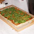 Вот он плод кулинарных трудов! Пицца в американском стиле от шеф-повара отеля Коринтия Дениса Кондакова, а также Колина Флеминга и Росса Хатчинса.