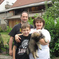 Conner mit seinen neuen Besitzern Sylvia, Stefan und Jason-Lee am 28.06.2014
