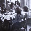 Praktische Abschlussprüfungen in Hauswirtschaft zeitigten gemeinsames Essen mit ihrer Klassenlehrerin Koll. Hahnemann