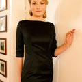 Stilsicheres schwarzes knielanges Kleid