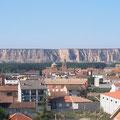 Vista parcial de Albalate de Cinca (Huesca), y al fondo las Ripas de Alcolea de Cinca. (Foto de Archivo).
